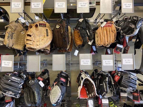 Baseball/Softball Gloves & Mitts