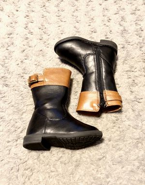 Toddler girl Riding boots paid $45 size 4 great condition normal wear. Purchase from The Children's Place. Black & brown for Sale in Washington, DC