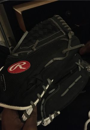 Baseball glove (right hand) for Sale in Baltimore, MD
