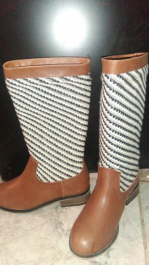1 pair Girls Size 7 pair of boots for Sale in San Bernardino, CA