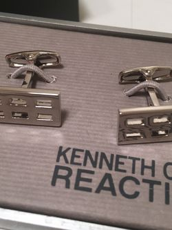 Kenneth Cole Reaction Silver Waffle Rectangle Cuff Links for Sale in La Habra,  CA