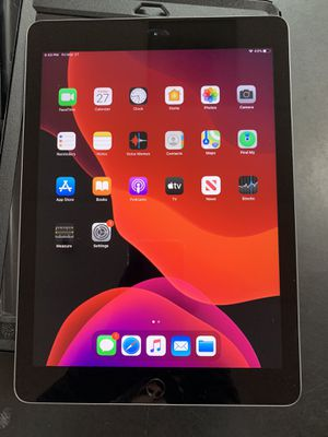 Apple iPad 6th Gen 32GB Tablet With OtterBox Case, Charger and Original Box for Sale in Tucson, AZ