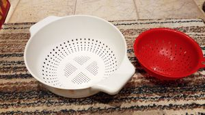Free white and red strainers for Sale in Boca Raton, FL