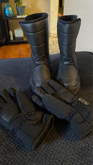 Kids WFS Snow Boots + Gloves for Sale in Fresno, CA
