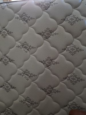 Queen pillow top mattress for Sale in Wildomar, CA