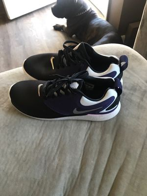 Women's size 7 Nike running shoes new worn once for Sale in Defiance, OH