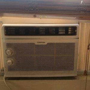 Ac Window Unit 100 For 2 For 120 for Sale in Pasadena, TX