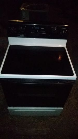 Glass top stove works great whirlpool for Sale in Fort Worth, TX