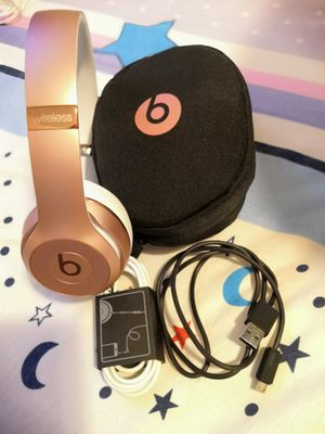 Beats Solo2 Wireless Rose Gold for Sale in Queens, NY