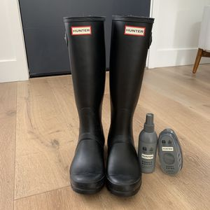 Hunter rain boots - black, tall, size 7 for Sale in Mountain View, CA