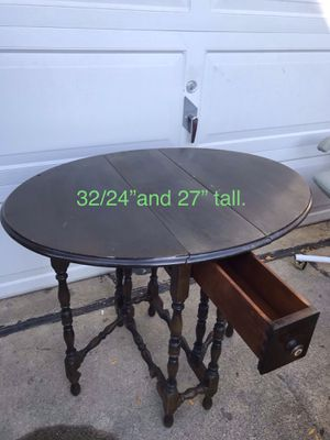 Vintage drop leaf coffee/end table. for Sale in Des Plaines, IL
