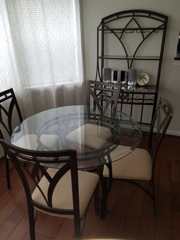 Dinning Room Table Set & Hutch