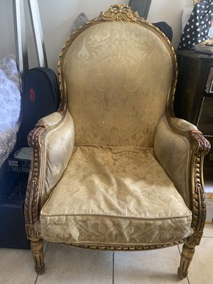 Victorian Style Vintage Arm Chair for Sale in Joint Base Pearl Harbor-Hickam, HI