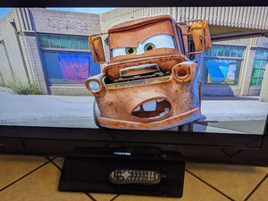 """toshiba light weight HDTV 40 """"AND BLUE RAY MAGNAVOX for Sale in Fontana, CA"""