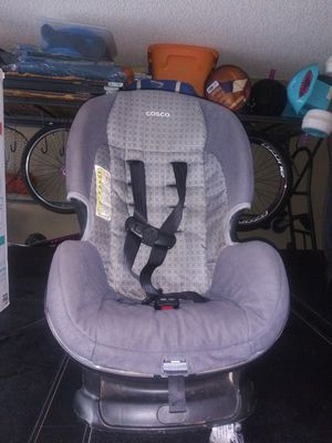 Car seat( Cosco) For ages 2-4 years old 20-50 lbs. Use Rear or Front with adjustable belt strap as your child grows. for Sale in El Paso, TX