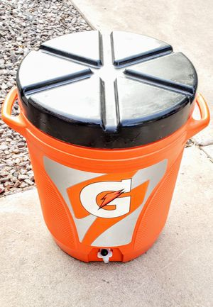 10 Gal Rubbermaid Cooler for Sale in Mesa, AZ