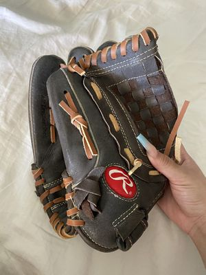 Softball right glove for Sale in Las Vegas, NV