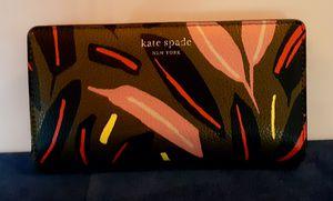 Kate Spade Pebbled leather floral bi-fold Wallet!! for Sale in Portland, OR