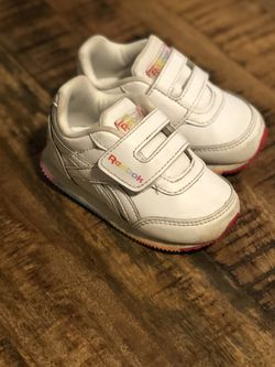 Sz 5 Toddler White Girls Reebok for Sale in Pawtucket, RI