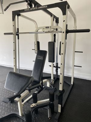 SMITH MACHINE AND ADJUSTABLE WEIGHT BENCH for Sale in Wesley Chapel, FL