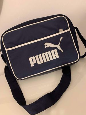 Navy blue Puma hand bag for Sale in HALNDLE BCH, FL