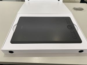 Wacom Intuos Pro Pen Tablet for Sale in Los Angeles, CA