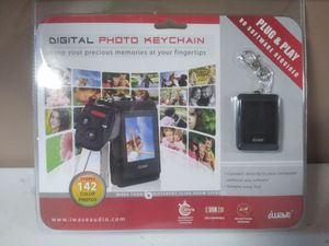 iWave Digital Photo Keychain Holds 142 Color Pics Rechargeable for Sale in Grand Rapids, MI