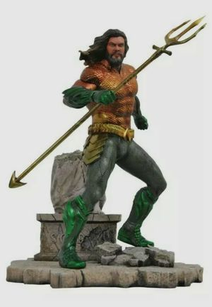 Diamond Select Toys DC Gallery Aquaman 9-Inch Collectible PVC Statue for Sale in Stafford, TX
