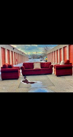 Beautiful Red Couches Set for Sale in Edison,  NJ