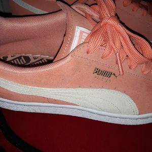 Pumas size 8 only worn twice for Sale in Columbus, OH