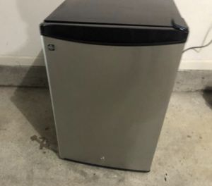 mini fridge ‼️‼️‼️WORK GREAT NO ISSUE‼️‼️‼️ for Sale in Smyrna, TN