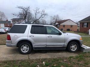 2002 Ford Explorer top of the line V-8 sunroof 4 x 4 for Sale in Petersburg, VA