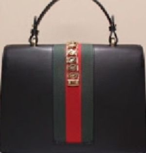 WOMANS GUCCI HANDLE BAG , PERFECTLY IN GREAT CONDITION AND AUTHENTIC WITH PROOF OF PURCHASE @ FASHION VALLEY IN LVNV 02/15/20 for Sale in San Diego, CA