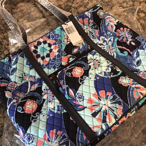 VERA BRADLEY LARGE TRIMMED ZIPPER TOTE**BRAND NEW IN ORIGINAL PACKAGING for Sale in Rocky River, OH