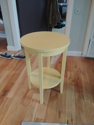 Small Side Table for Sale in Columbus, OH