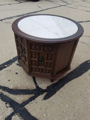 Coffee table for Sale in Crestwood, IL