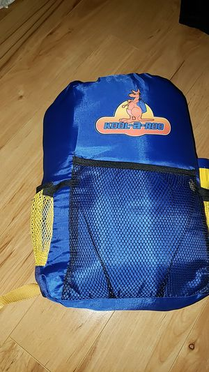 KIDS SLEEPING BAG WITH BACKPACK AND FLASHLIGHT for Sale in Henderson, NV