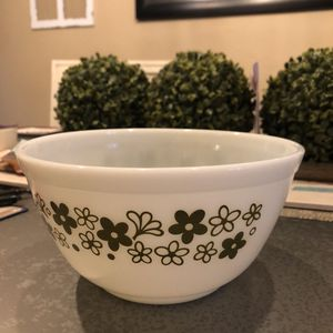 Vintage Pyrex white and green bowl for Sale in Coral Springs, FL