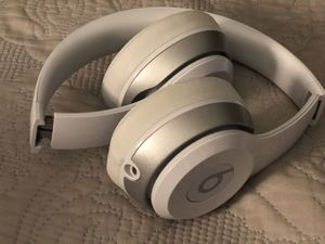 Beats Solo 2 Wired On-Ear Headphone - White for Sale in New York, NY
