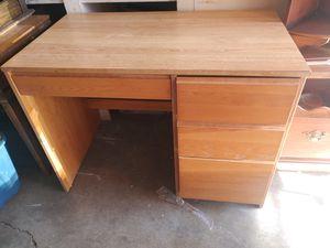 Desk $30 for Sale in Stockton, CA
