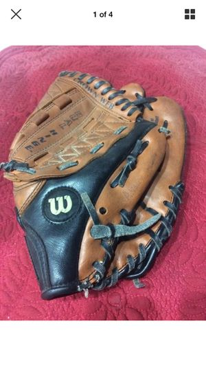 Wilson Baseball Glove Model A2491 Right Hand Throw, Youth 11.0 inches for Sale in North Las Vegas, NV