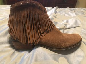 Minnetonka fringe booties size 9 boots for Sale in Macon, GA