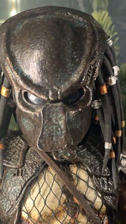 Hot Toys Sideshows Predator 1:6 Figure for Sale in Riverside,  CA