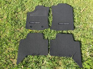 2017 Toyota Tacoma floor mats BRAND NEW for Sale in Miami, FL