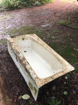 Cast Iron Tub for Sale in Elma, WA