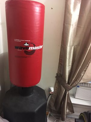 Wave Master upright 200 pound (water weight included) martial arts punching bag for Sale in Burke, VA
