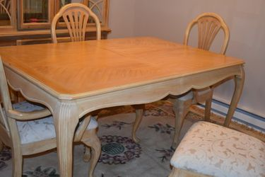Dining Room table And 8 Chairs for Sale in Westchester,  IL