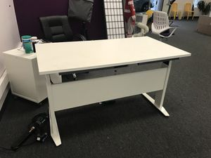 Tvilum Prima Adjustable Height Desk for Sale in San Francisco, CA