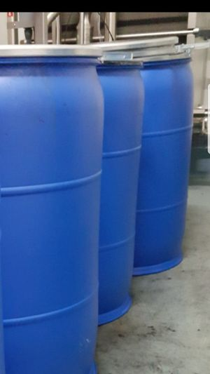 55 gallon plastic drums with lids and rings. for Sale in Jurupa Valley, CA