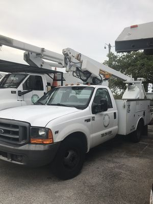 Ford F-350 bucket truck. Year 1999. for Sale in Palmetto Bay, FL